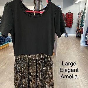 Large elegant Amelia